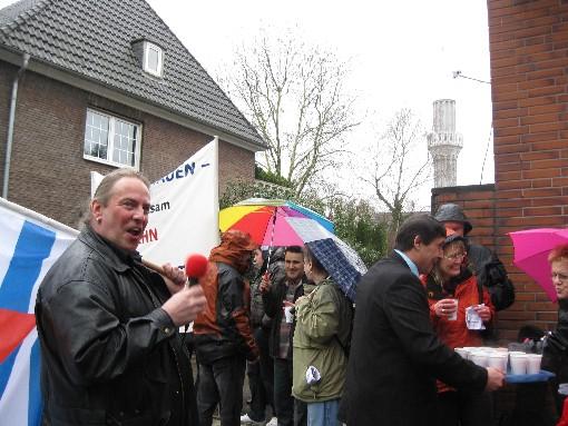 Demonstration an der Fischerstrasse gegen die rassistische Pro NRW