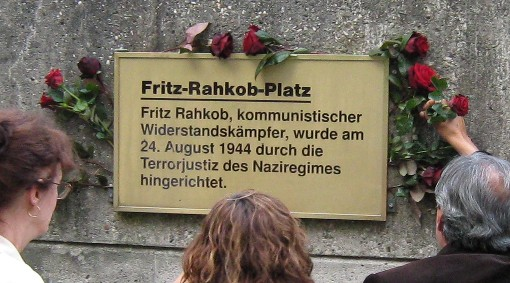 Gedenktafel erinnert an den Antifaschisten Fritz Rahkob