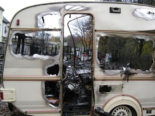 Nach dem Großbrand im Wohnwagenpark von Sinti und Roma in Gelsenkirchen