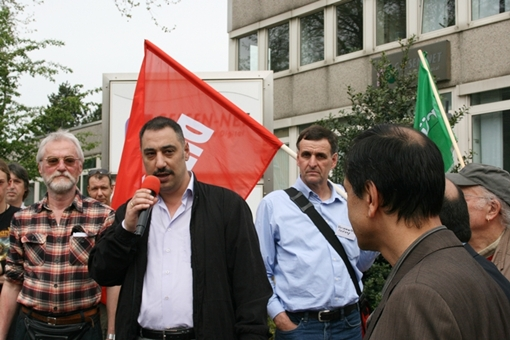Ein Vorstandssprecher der Türkisch-Islamischen Gemeinde Buer bedankte sich bei den anwesenden AntifaschistInnen für ihre Solidarität