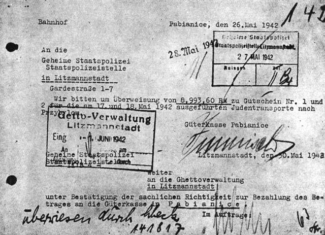 """""""(…) Die zuständige Stelle über die Durchführung der Judentransporte teilt mir mit, dass die Fahrtkosten für die Judentransporte aus den Mitteln (…) beschlagnahmten jüdischen Vermögens zu decken sind (...) """" Mit dem geraubten Vermögen jüdischer Menschen wurde unter anderem die deutsche Reichsbahn bezahlt."""