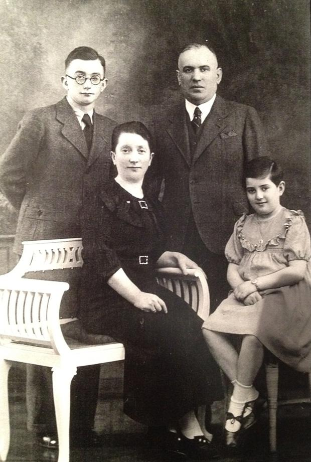 Die Familie Hecht aus Wanne-Eickel: Simon, Chaim, Malka und die kleine Jeanette, Diane Mossensons Mutter.