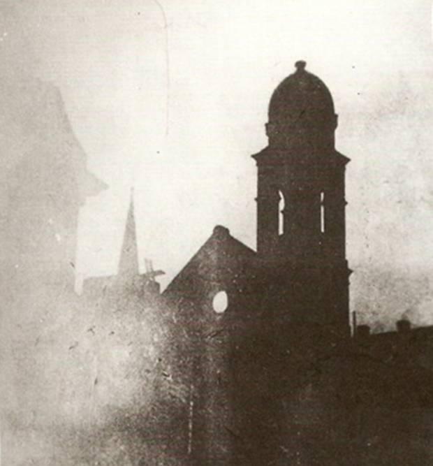 Die ausgebrannte Synagoge in der Gelsenkirchener Altstadt am Morgen des 10. November 1938 (Foto: Stadtarchiv Gelsenkirchen)