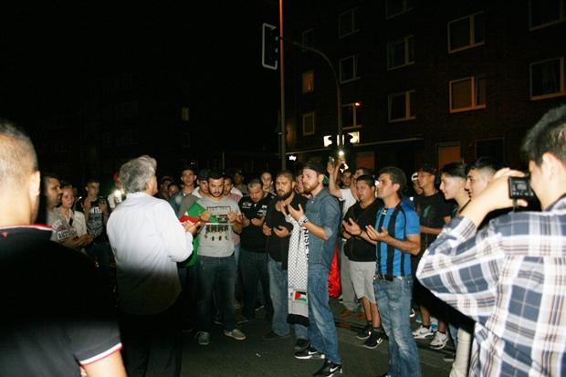 Mit einem gemeinsamen Gebet endete eine Pro-Palästina-Demonstration in Gelsenkirchen