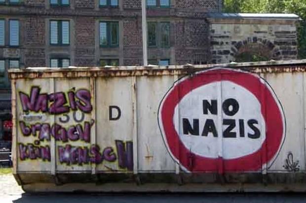 """Nazi-Aufmarsch in Esen und Gelsenkirchen am 1. Mai 2015: """"G-E-Blockt """"möchte mit den Mitteln des zivilen Ungehorsams, sprich friedlichen Menschenblockaden, den Aufzug der Nazis blockieren."""